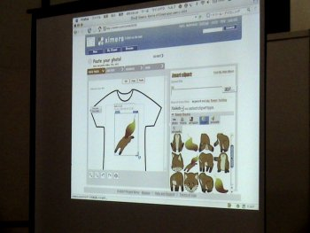(写真:C-シャツデザイン用のツールの画面 撮影:fumiさん)
