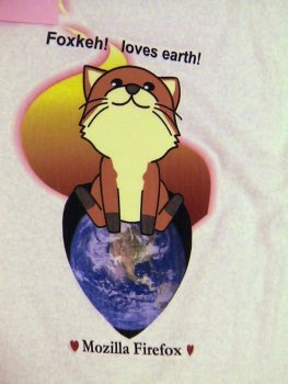 (写真:来場者の方が作られたC-シャツのデザイン その1 撮影:fumiさん)